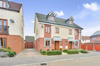 3 Bedrooms Semi Detached House for sale in Lydney Close, Broughton, Milton Keynes, Bucks