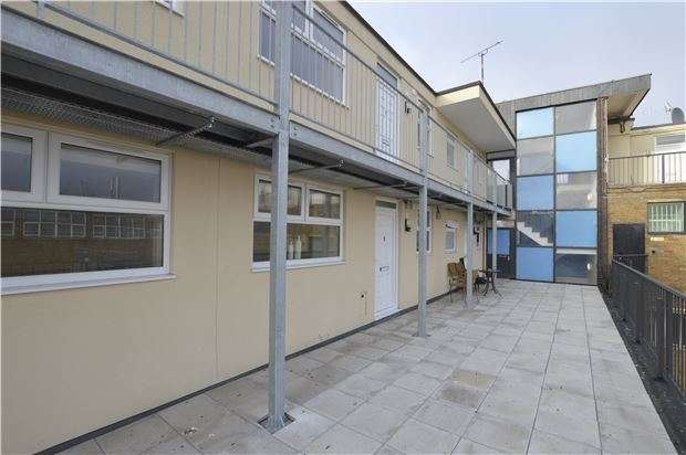 2 Bedrooms Flat for sale in 0 Gresham Court, Princess Elizabeth Way, Cheltenham, Glos, GL51 7SQ