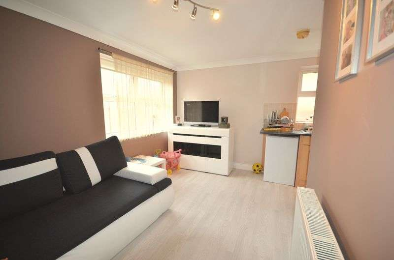 1 Bedroom Flat for sale in Avon Close, Bournemouth