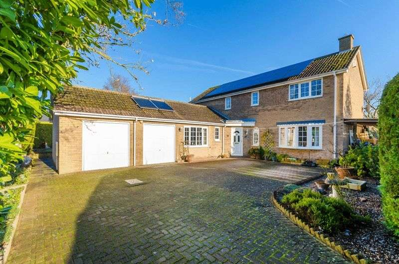4 Bedrooms Detached House for sale in 12 Crescent Close, Nettleham
