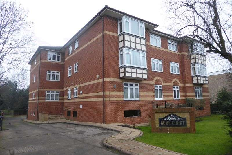 2 Bedrooms Flat for sale in Somerset Road, Barnet