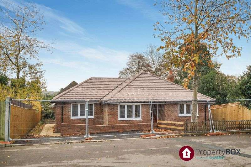 3 Bedrooms Detached Bungalow for sale in Mount View, Aldershot
