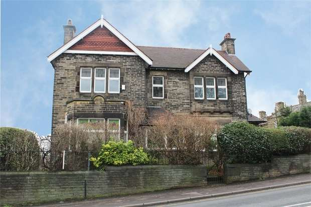 5 Bedrooms Detached House for sale in Halifax Road, Dewsbury, West Yorkshire