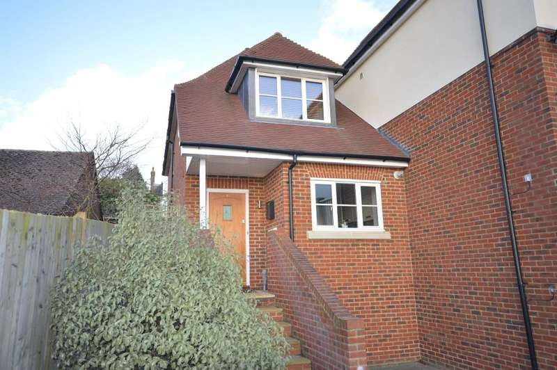 2 Bedrooms Semi Detached House for sale in Arundale Mews, Pulborough, RH20