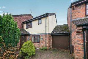 2 Bedrooms Terraced House for sale in Glebelands, Crawley Down, West Sussex