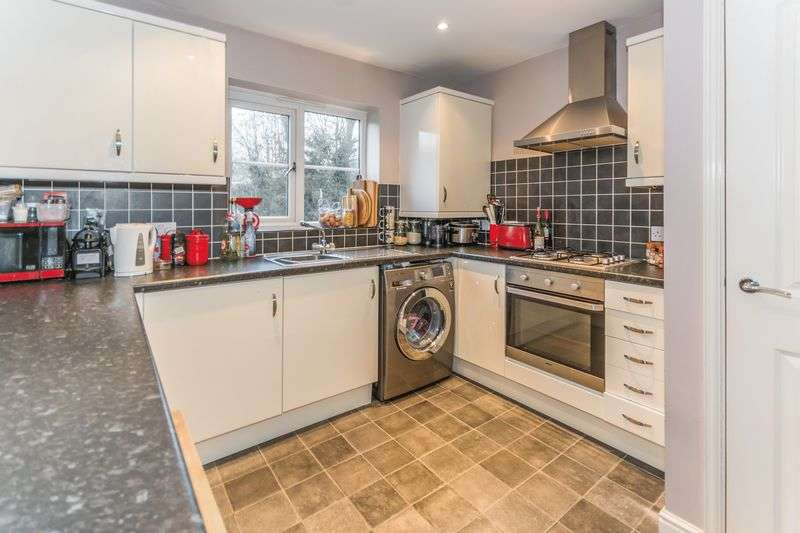 2 Bedrooms Flat for sale in Belle Vale, Halesowen, West Midlands, B63