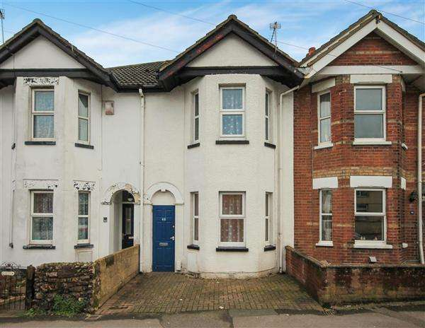 3 Bedrooms Terraced House for sale in Churchill Road, Poole