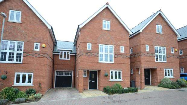 5 Bedrooms Link Detached House for sale in The Courtyard, Maidenhead, Berkshire