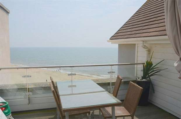 3 Bedrooms Flat for sale in Honeycombe Chine, Boscombe, Bournemouth