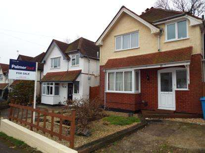 3 Bedrooms Detached House for sale in Branksome, Poole, Dorset