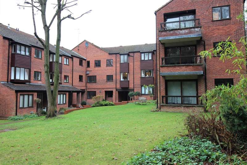 3 Bedrooms Flat for sale in Copperwood, Hertford
