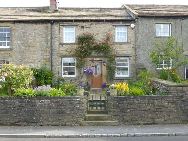 2 Bedrooms Terraced House for sale in Hope Cottage, West Witton, Leyburn, DL8 4LP