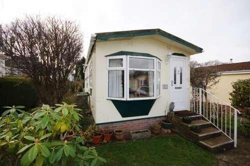 1 Bedroom Detached House for sale in Brookside Park, Corfe Mullen
