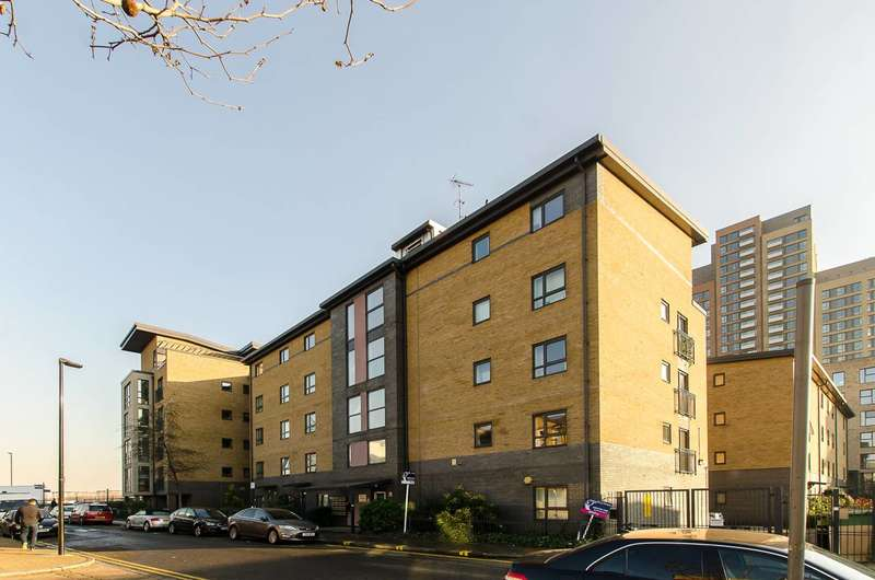 1 Bedroom Flat for sale in Capulet Square, Bow, E3