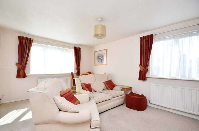 2 Bedrooms Flat for sale in Greenway Close, Friern Barnet, N11
