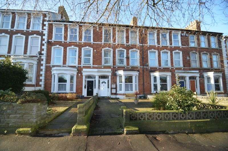 2 Bedrooms Flat for sale in Ground Floor Apartment, Dorchester Road, Weymouth
