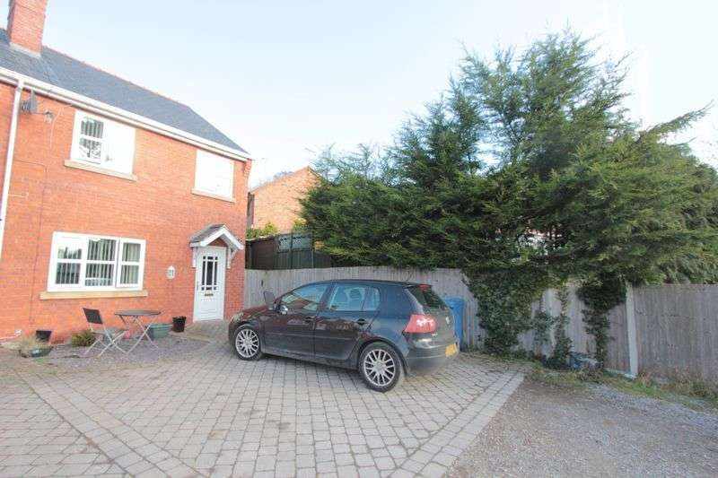 3 Bedrooms Mews House for sale in Luke Street Mews, St. Asaph