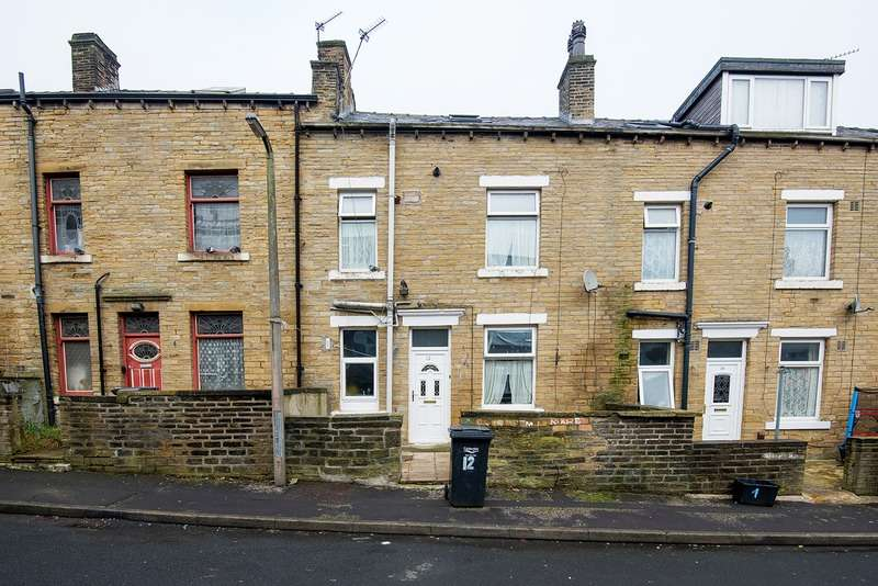 2 Bedrooms Terraced House for sale in Luton Street, Halifax, West Yorkshire, HX1