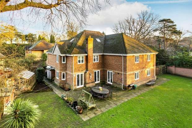 6 Bedrooms Detached House for sale in Hook Heath Avenue, Hook Heath, Woking, Surrey