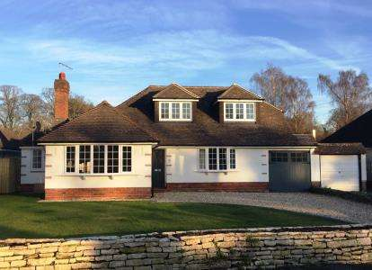 5 Bedrooms Bungalow for sale in Christchurch, Dorset