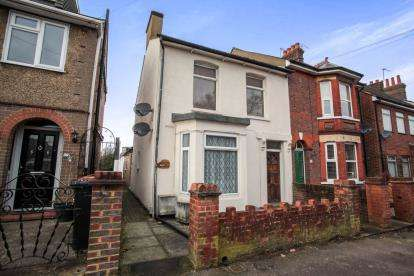 2 Bedrooms Maisonette Flat for sale in Great Northern Road, Dunstable, Bedfordshire