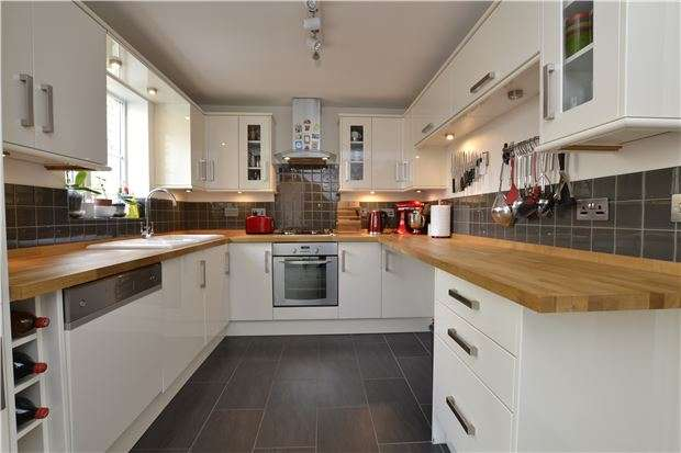 3 Bedrooms Semi Detached House for sale in Primrose Close, WITNEY