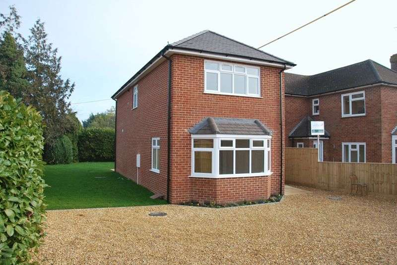 3 Bedrooms Detached House for sale in Meads Road, Durrington, Amesbury