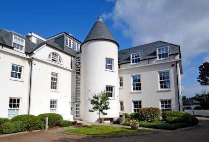 2 Bedrooms Flat for sale in Hillside Road, Sidmouth, Devon