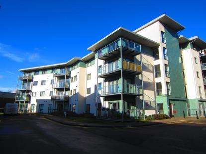 2 Bedrooms Flat for sale in Rollason Way, Brentwood, Essex