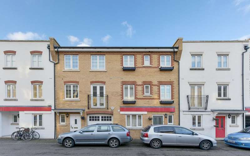 4 Bedrooms Town House for sale in Edgar Wallace Close, London SE15