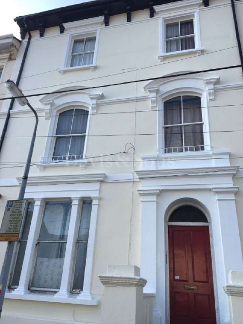 2 Bedrooms Flat for sale in Clytha Square, Off Cardiff Road, Newport. NP20 2EF