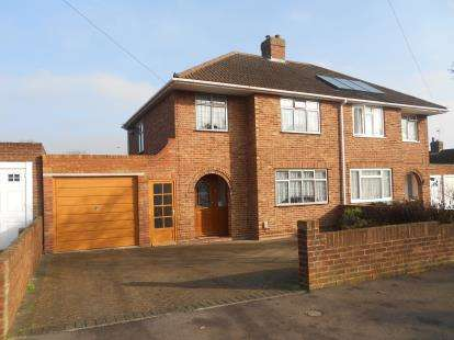 3 Bedrooms Semi Detached House for sale in Fairholme, Bedford, Bedfordshire