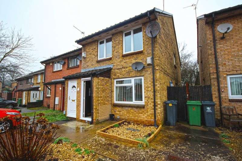 2 Bedrooms Flat for sale in Eider Close, St Mellons