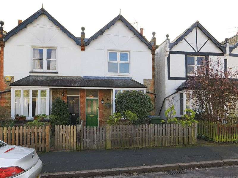 3 Bedrooms Semi Detached House for sale in Alexandra Road, Thames Ditton, KT7