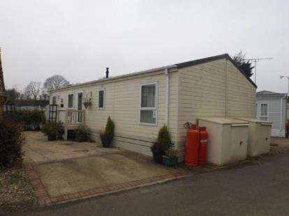2 Bedrooms Mobile Home for sale in Colchester Road, Clacton On Sea, Essex