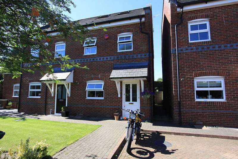 3 Bedrooms Semi Detached House for sale in Warneford Place, Oxhey Village