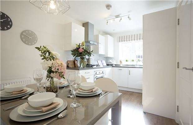 3 Bedrooms Property for sale in Heath Rise, BRISTOL, BS30 8DD