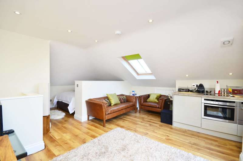 Studio Flat for rent in The Barons, St Margarets, TW1