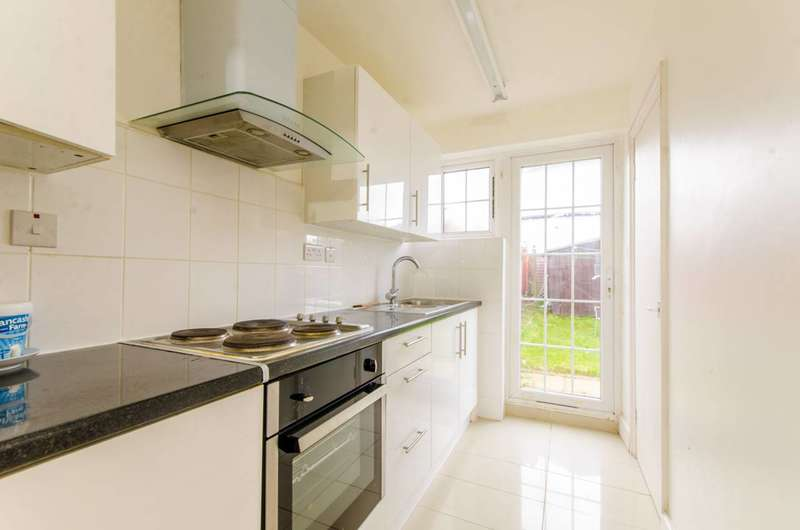 3 Bedrooms House for sale in St Johns Road, Wembley, HA9