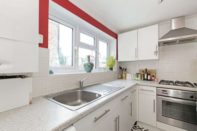 2 Bedrooms Flat for sale in Holdernesse Road, Tooting Bec