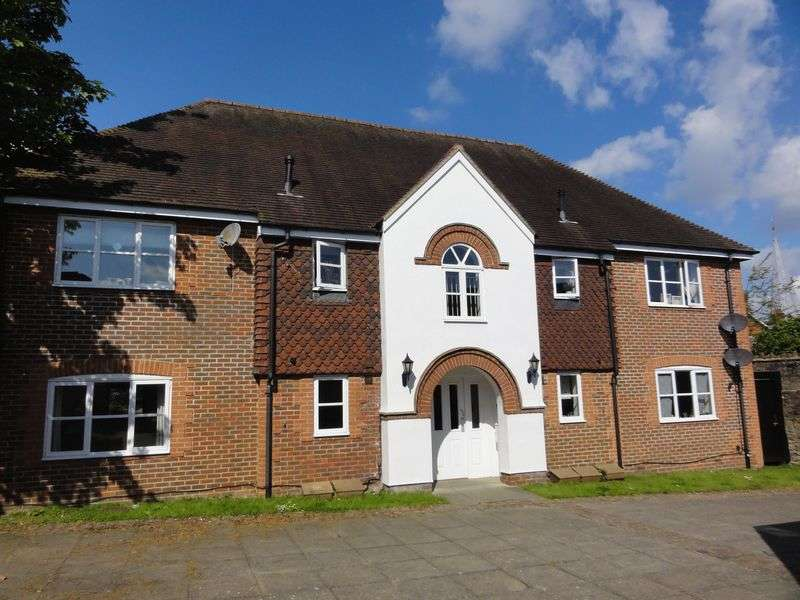 3 Bedrooms Flat for sale in Burgess House, Godalming
