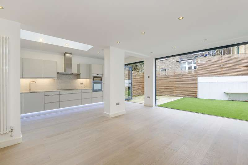 3 Bedrooms Flat for sale in Sandwell Crescent, West Hampstead
