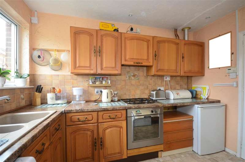 3 Bedrooms Semi Detached Bungalow for sale in Palmer Road, Wingham, Canterbury, Kent