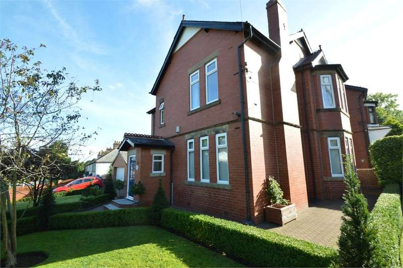 4 Bedrooms Detached House for sale in Ostrich Lane, Prestwich, Manchester, M25