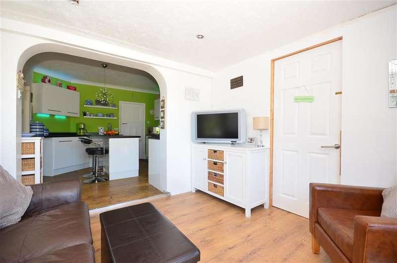 4 Bedrooms Bungalow for sale in Roberts Road, Greatstone, Kent