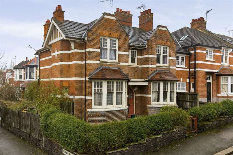 5 Bedrooms End Of Terrace House for sale in Russell Road, Crouch End, London