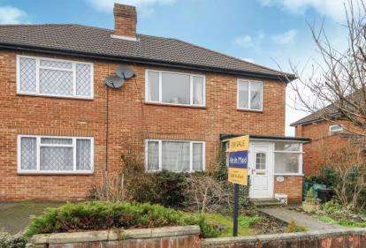 3 Bedrooms Semi Detached House for sale in Maxwell Gardens, Orpington, Kent