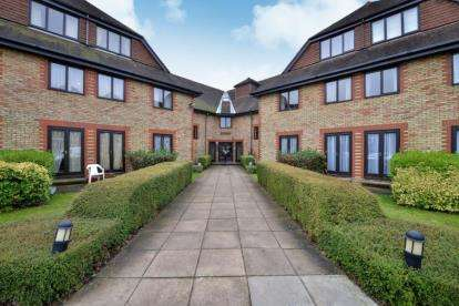 1 Bedroom Retirement Property for sale in Heydon Court, 5 Deer Park Way, West Wickham