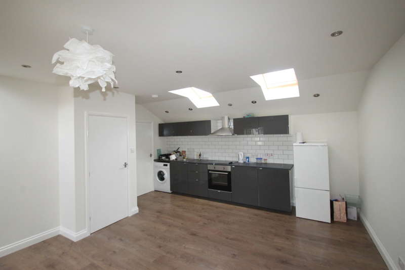 2 Bedrooms Mews House for sale in Station Passage, South Woodford