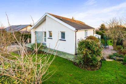4 Bedrooms Detached House for sale in Hill Crest Drive, Slack Head, Milnthorpe, Cumbria, LA7